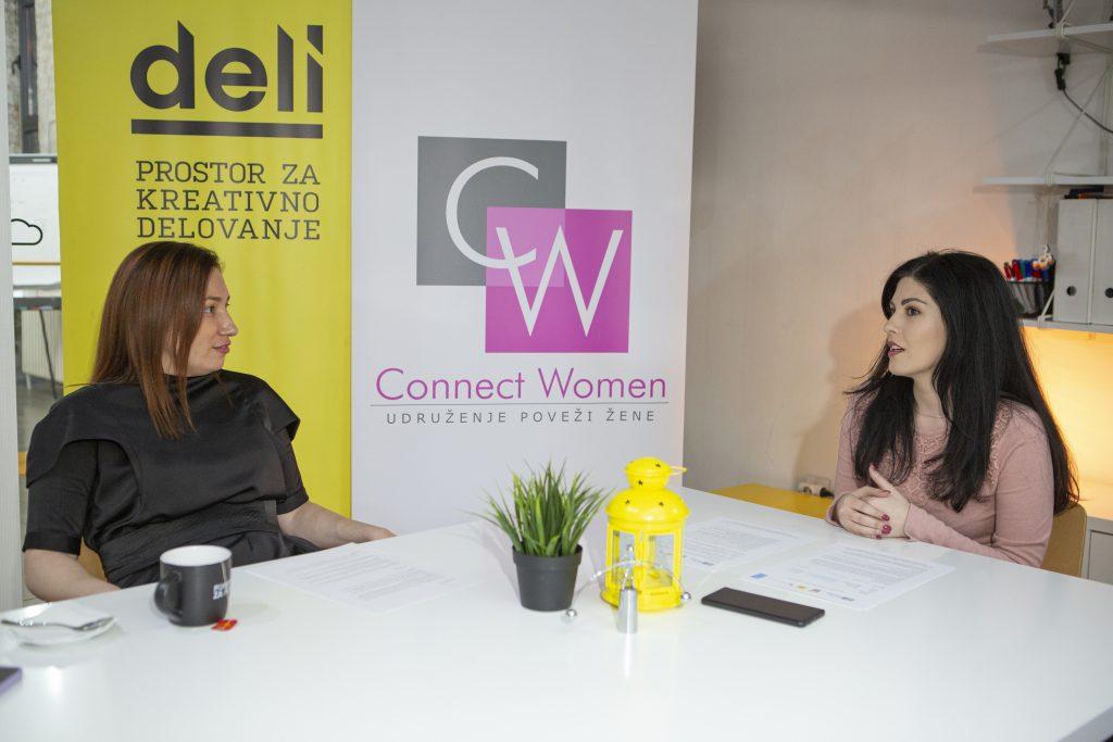 Jelena i Sara u Deli prostoru razgovaraju o izazovima u biznisu.
